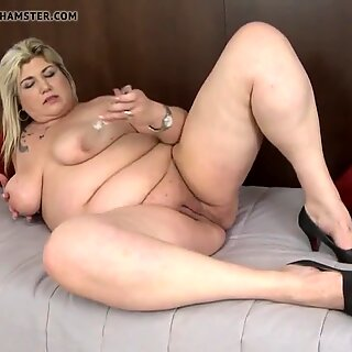 Mature small fat mommy feeding her slit