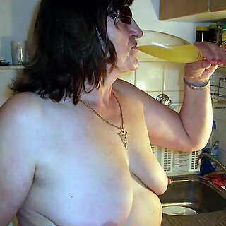 OmaGeiL Granny Boobs and Butts Pictures Slideshow