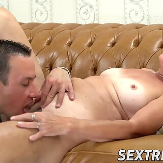 Old vixen Hettie eaten out and spreads legs for cock