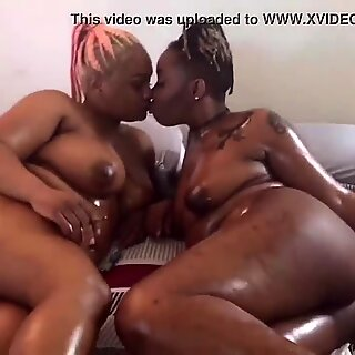 Best Friends Lia&rsquo_Pink &amp_ Aveia Browne Oily Wet Steamy Smokin&rsquo_ Hot Lesbian Link Up
