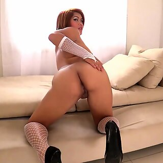 slutty thai hot chick loves the foreigner's small dick